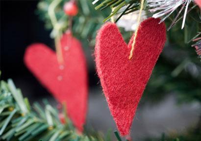 Couples-holidays-hearts-on-tree.jpg