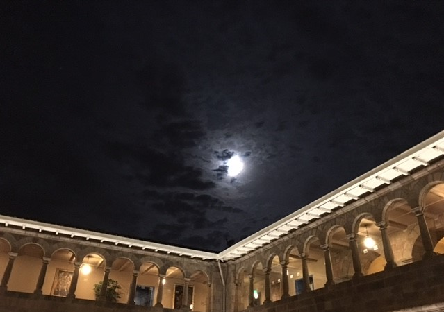 Peru-Palacio-del-Inka-moon-rev.jpg